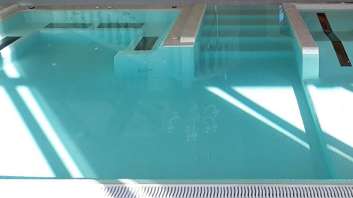Underwater massage seat